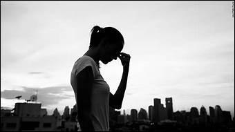 D'après l'Organisation mondiale de la santé (OMS), à l'aide de quoi plus d'un tiers des suicides sont-ils commis ?