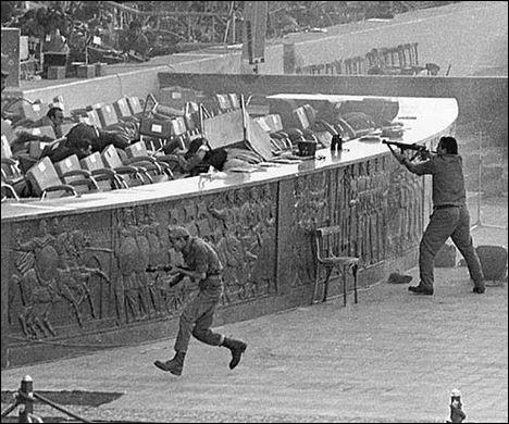 Quel militaire a organisé et exécuté l'assassinat du président égyptien Anouar el-Sadate lors d'une parade militaire au Caire, le 6 octobre 1981 ?