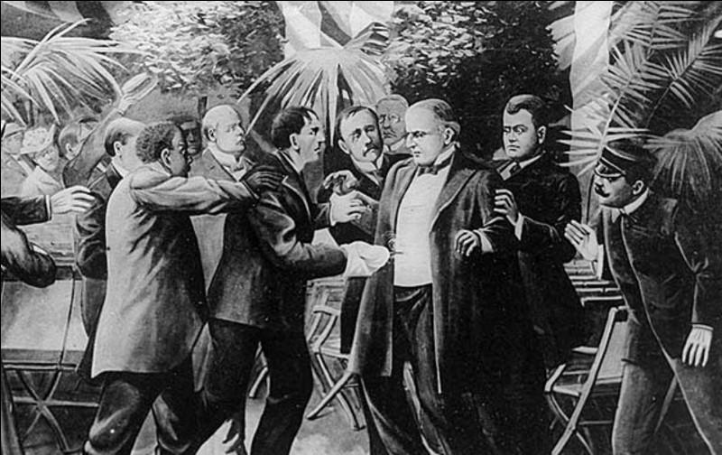 Avec Abraham Lincoln, James Garfield et John Fitzerald Kennedy, quel quatrième président américain a été assassiné au cours de son mandat ?
