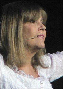 1984 > Ce n'est pas une bécassine, Mme Chantal Goya : En 1969, elle a faillit tourner avec [quel réalisateur ?]. D'ailleurs quel est son nom de guerre (le vrai !). Que rabâche-t-elle, cette année là ?