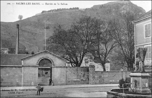 La Grande Saline était protégée par un mur d'enceinte. Combien de portes comptait-il ?