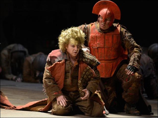 Qui tua Priam le roi de Troie ?