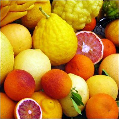 """Quel agrume doit son nom à un mot chinois signifiant """"orange d'or"""" ?"""