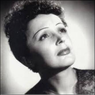 ''Mon manège à moi'' est une chanson d'Édith Piaf. Dans quelle ville russe la plus septentrionale a-t-on inventé les ''montagnes russes'' ?