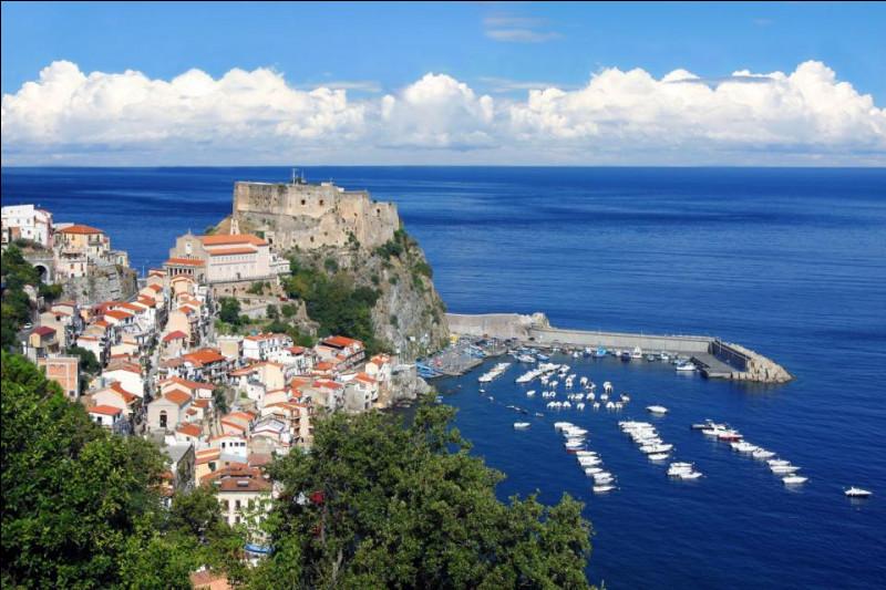 Quelle mer intérieure de la Méditerranée, forme un triangle limité à l'ouest par la Corse et la Sardaigne, à l'est par la péninsule italienne et au sud par la Sicile ?