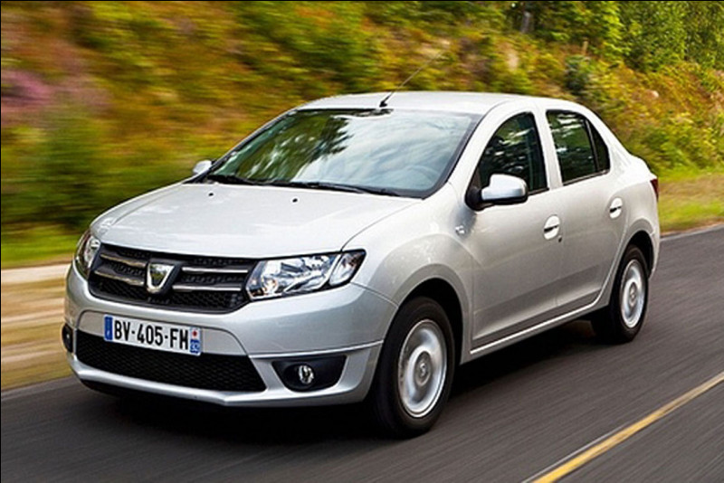 Grâce à sa filiale roumaine, Renault a marqué d'un fer rouge le marché automobile français avec des voitures à très bas prix notamment avec celle en illustration. Comment s'appelle-t-elle ?