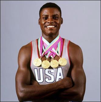 Carl Lewis, grand sprinteur américain du 100m et 200m, participe à son premier championnat du monde en...