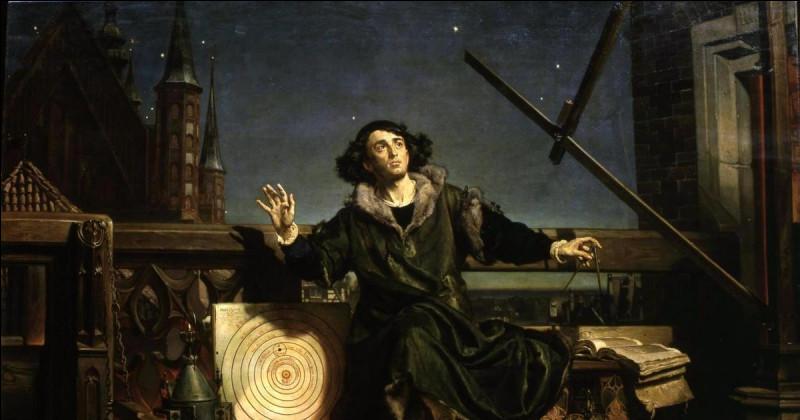 Que découvrait Nicolas Copernic, astronome et médecin polonais réputé, en 1513 environ ?