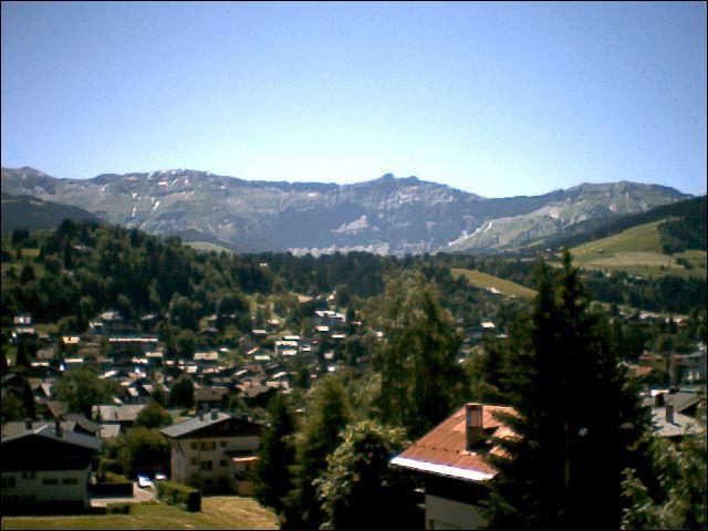 En 1922, le baron de Rothschild se lance dans la constuction d'un hôtel sur le mont d'Arbois. Ce mont est au coeur du domaine skiable de :