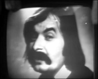 """1974 > C'est un """"omni"""" (""""objet musical non identifié"""") qui débarque, Pierre Vasiliu : avec un nom pareil on s'est demandé """"d'où qu'i' vient, çui-là ?"""" Même le rythme [lequel ?] est exotique : normal, la chanson est du [nationalité et nom ?]"""