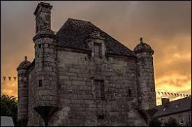 Petit tour en Armorique, à Guerlesquin. Commune bretonne, elle se situe dans le département ...