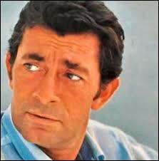 1961 > C'est un Jean-Claude [mais lequel ?] qui fredonnait ''Nous, les amoureux''. Dix-huit ans plus tôt (il en avait alors 17), il fut le 1er français [à quoi faire ?]. Mais quel est le sujet cette chanson ?