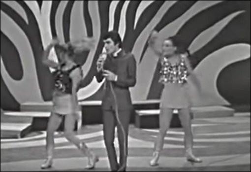 1967 > C'est un certain Dominique Walter qui nous casse les oreilles avec un titre culinaire insupportable : carrière très éphémère malgré un parolier célèbre [lequel ?] et une maison de disque dont le patron [qui ?] ne l'était pas moins !