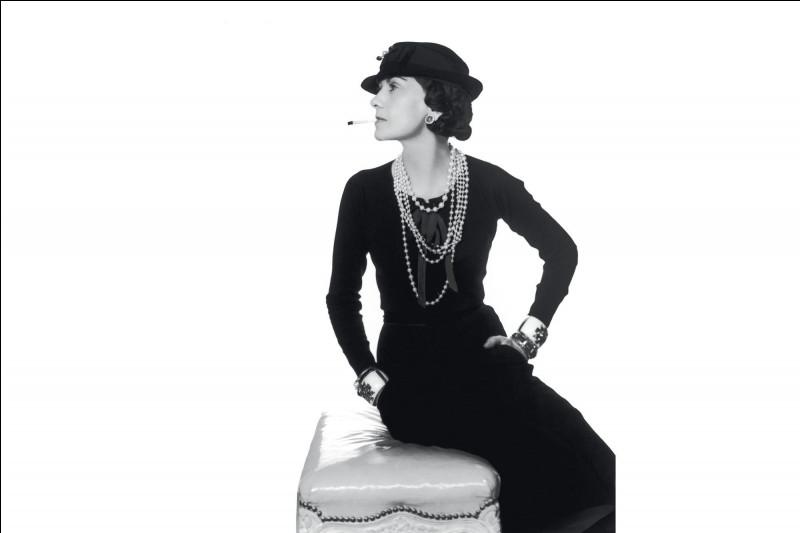 Suite à la mort de quel homme d'affaires anglais, Grabrielle Chanel crée-t-elle l'emblématique petite robe noire, pour porter le deuil de son amant décédé dans un accident ?