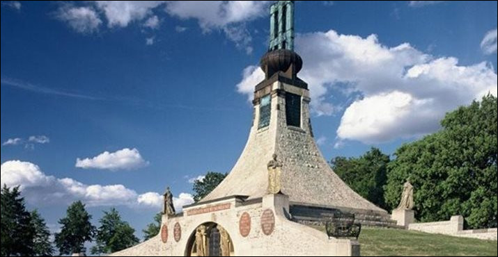 Dans quel pays se trouve la célèbre ville d'Austerlitz ?