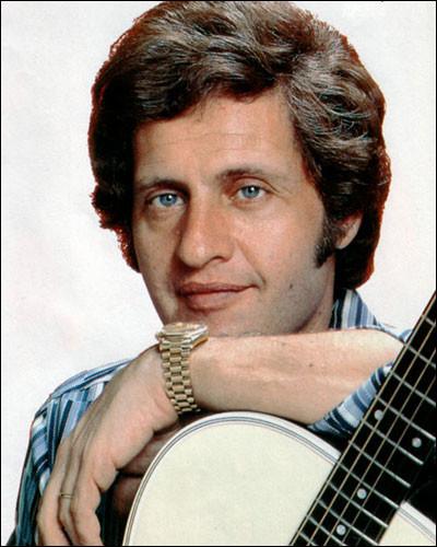 Dans l'une de ses chansons de 1969, où Joe Dassin est-il parti siffler ?
