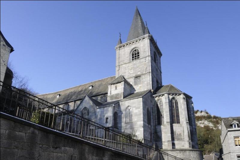 Sur la base des plans de quel architecte bruxellois, la restauration de l'église Saint-Lambert de Bouvignes a-t-elle été réalisée après la Première Guerre mondiale ?