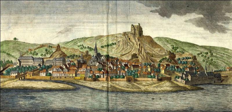 De quelle principauté relevait Bouvignes durant l'époque médiévale ?