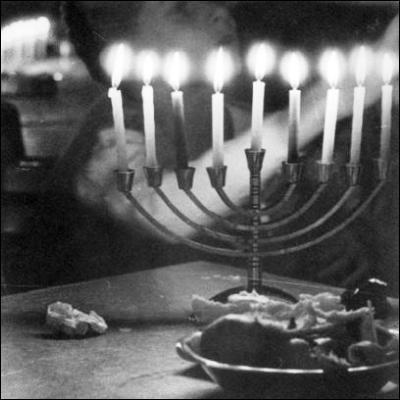 Quelle fête juive est également appelée Fête des lumières ?