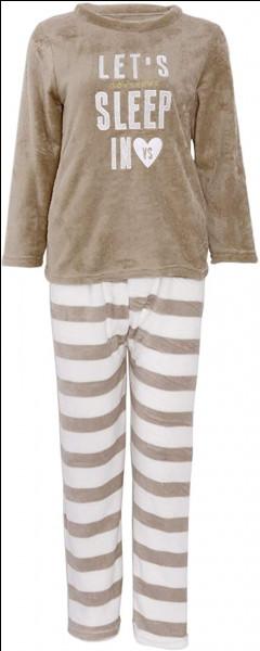 "Traduit ""mets ton pyjama"" en anglais :"
