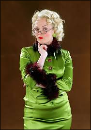 Dans l'article de Rita Skeeter, quel âge donne-t-elle à Harry Potter ?