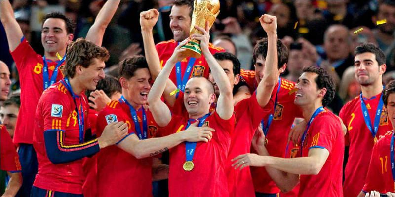 Qui était le sélectionneur de l'Espagne lors de la Coupe du monde 2010 ?