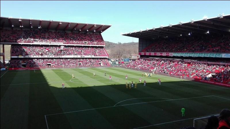Quelle équipe belge joue au stade Maurice-Dufrasne ?