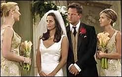 Pourquoi le beau-père de Phoebe ne peut-il pas la mener à l'autel le jour de son mariage ?