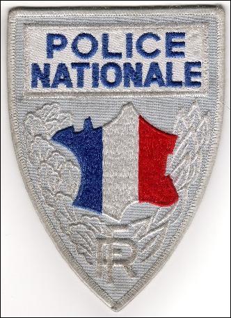 La police désigne la Police nationale, force civile sous l'autorité du ministère de l'Intérieur. La police nationale agit dans les villes de plus de :