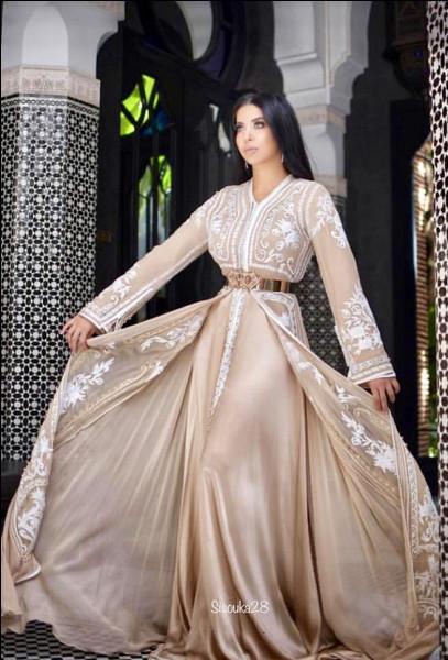 Parmi les robes de mariée, quel est le vêtement à l'honneur ?