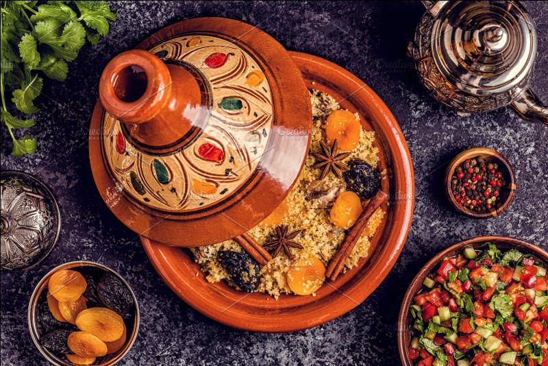 Et enfin, pour vous récompenser d'avoir passé quelques minutes baignés dans les traditions du Maghreb, vous avez bien mérité de participer au repas de noces. Que vous sert-on ?