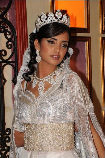Combien de robes sont prévues pour la mariée, selon la coutume du Maghreb, et la tradition ancestrale ?