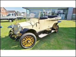 """Ce """"spider"""" fut réalisé en 1912, en Allemagne, par les frères Opel. À l'origine, que fabriquaient les établissements d'Adam Opel ?"""