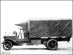 De quelle marque est ce véhicule qui a joué un rôle important pendant la Première Guerre mondiale, sur tous les fronts de la guerre, auprès des troupes alliées ?