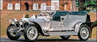 """Quelle est la marque de cette voiture prestigieuse, ici dans sa version """"Silver Ghost"""", créée en 1907 ?"""