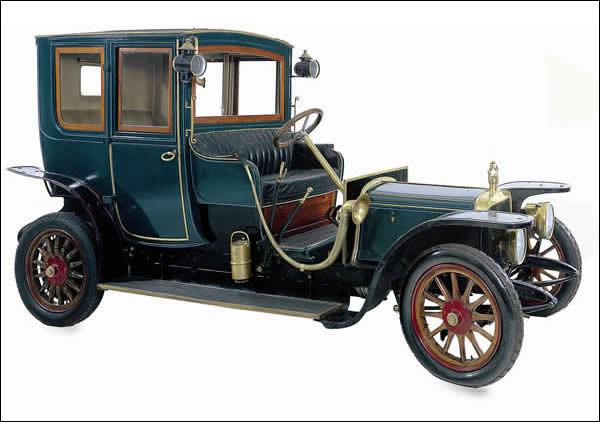 Quelle est la marque de ce coupé-limousine de 1912, qui participait avec beaucoup de succès aux courses automobiles de l'époque ?