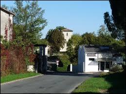 Nous sommes en Nouvelle-Aquitaine, à Saint-Pierre-du-Palais. Commune de l'arrondissement de Jonzac, elle se situe dans le département ...