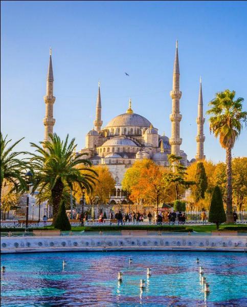 """Dans quelle ville pourrez-vous admirer le chef d'œuvre architectural de la """"Mosquée bleue"""" ?"""