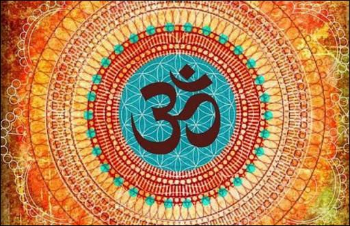 Dans plusieurs religions orientales, quelle syllabe ou phrase sacrée est dotée d'un pouvoir spirituel ?