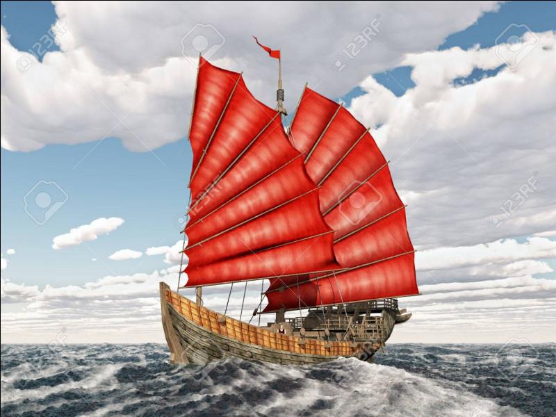"""Qui chantait """"Dans le port de Saïgon gong, est une jonque chinoise, mystérieuse et sournoise dont on ne sait pas le nom... Opium ! poison de rêve, fumée qui monte au ciel, c'est toi qui nous élève, aux paradis artificiels"""" ?"""