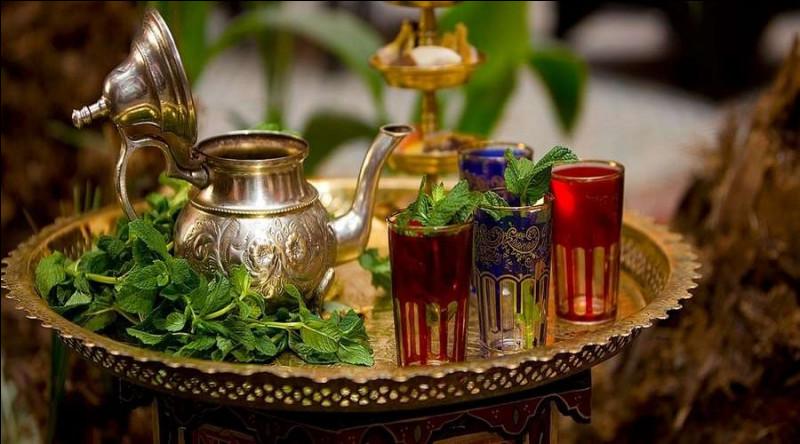 Le thé à la menthe est un acte d'hospitalité au Maghreb :