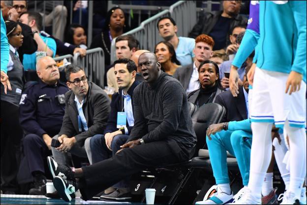 Le 18 mars 2010, M. Jordan devient le premier ancien joueur de basketball à devenir propriétaire d'une franchise de NBA. Laquelle ?