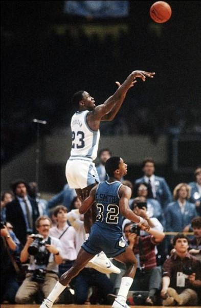 Pour quelle équipe universitaire, MJ a-t-il joué et remporté le titre NCAA en 1982 ?