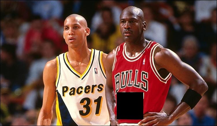 Lors de son retour en NBA en 1995 (après sa première retraite sportive), sous quel numéro de maillot joue MJ ?