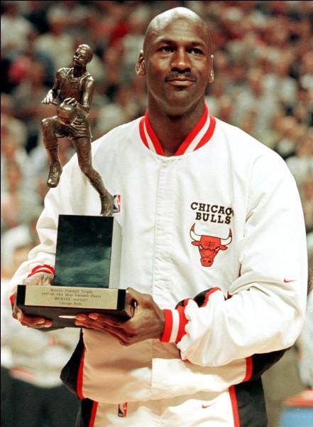 Combien de titres MVP (Most Valuable Player) de la saison régulière, MJ a-t-il remportés durant sa carrière ?