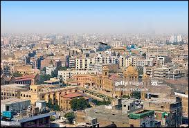Karachi est la plus grande ville de son pays. Lequel ?