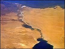 Dans les années 50, les Etats arabes ont besoin de capitaux afin de se développer. Le canal de Suez est alors nationalisé mais pourriez-vous me dire par quel pays ?