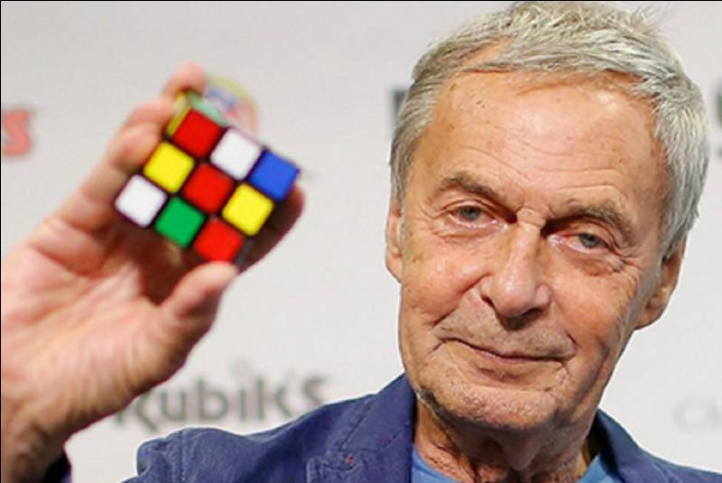 Le Rubik's Cube a été inventé par Ernő Rubik (comme son nom l'indique) en 1974. Quelle est la nationalité de Ernő Rubik ?