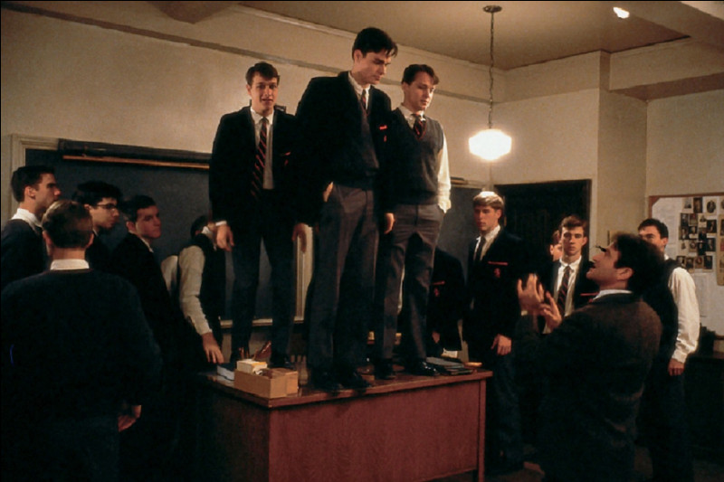 Qui joue le rôle de John Keating, professeur de lettres dans le film ''Le Cercle des poètes disparus'' ?