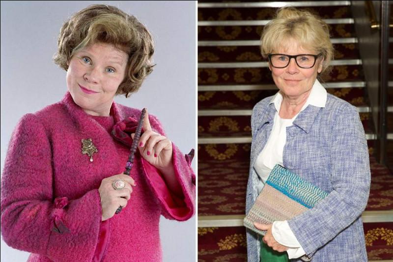 Combien de fois Dolores Ombrage met-elle du parfum en sortant de la cabane de Hagrid quand celui-ci vient de revenir ?